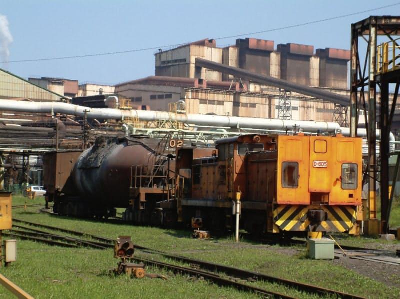 製鉄所内を走るディーゼル機関車の遠隔運転の実用化を目指す