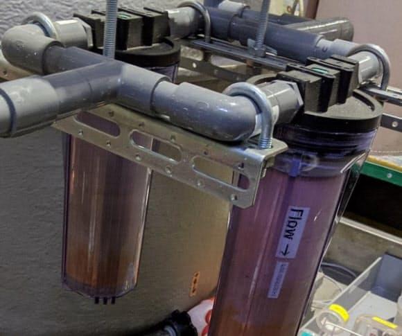 カートリッジを配管に設置して、工場廃液などからレアメタルを回収する。