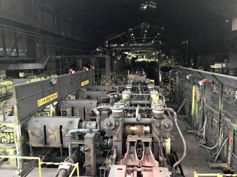 太めの異形棒鋼も生産できるよう設備を整える(長岡市)