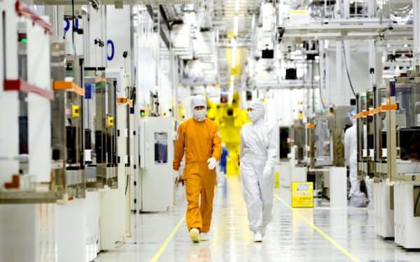 韓国政府は半導体関連材料の安定調達のために国産化を進めている(サムスン電子の半導体工場)=同社提供