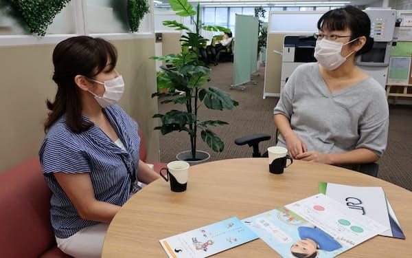 大阪信用金庫のシェアオフィスでは経営者同士の交流から生まれる仕事も出てきた(堺市)