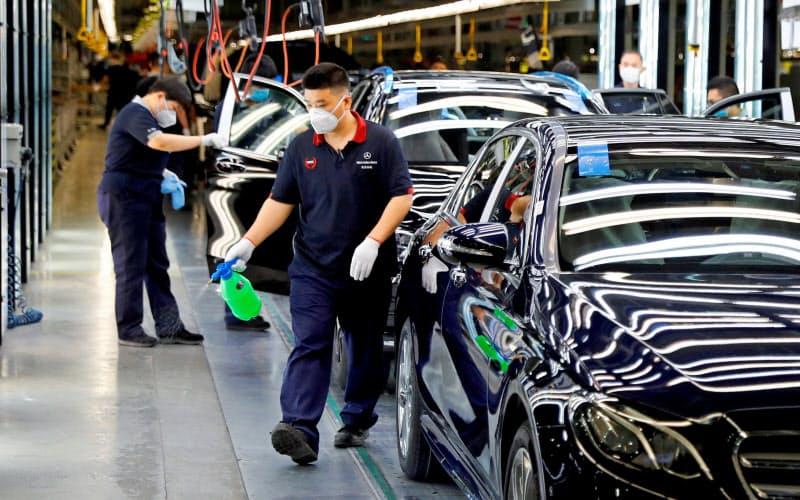 自動車は前年同月比で26.8%増えた(写真は北京の独ダイムラーと北京汽車集団の合弁会社)=ロイター