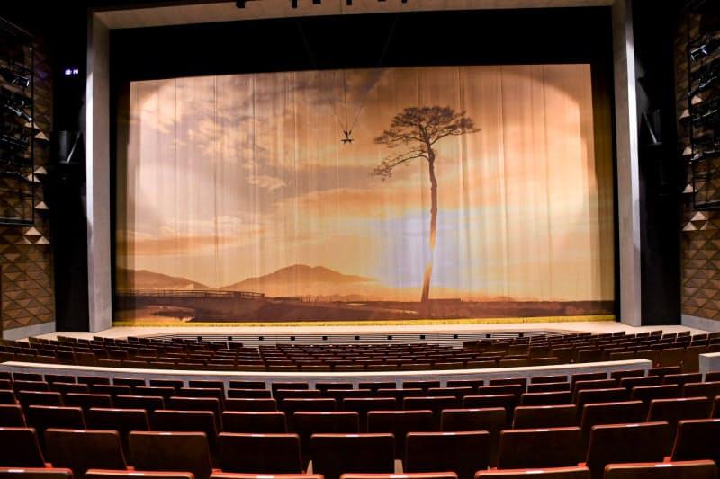 「奇跡の一本松」は防腐加工するため12年9月に一度伐採された。幕には伐採する日の朝に撮った写真が刻まれている