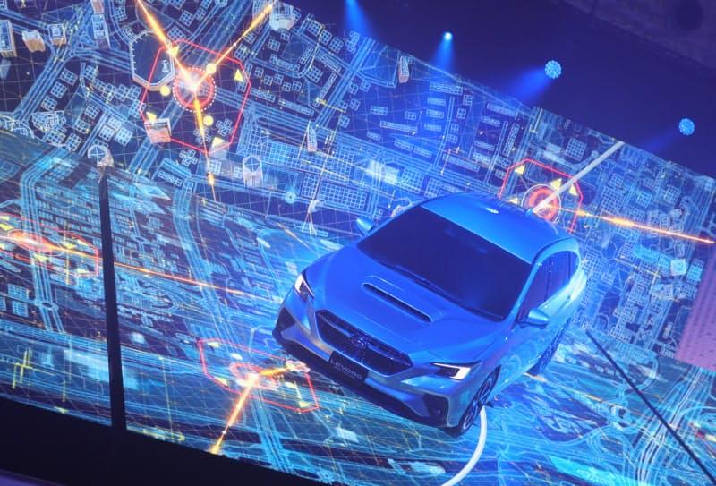 高速道で手を離して運転、スバルやトヨタが日本で導入