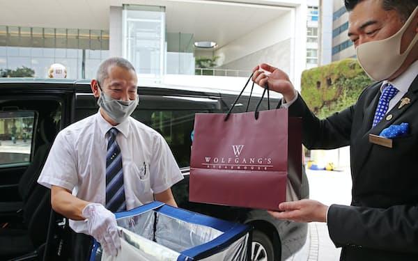 日本交通は4月から弁当の宅配サービスに乗り出した(東京都港区のウルフギャング・ステーキハウス シグニチャー青山)