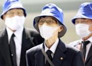 全国戦没者追悼式に向かう最高齢参列者の長屋昭次さん(15日午前、東京・日本武道館)=共同
