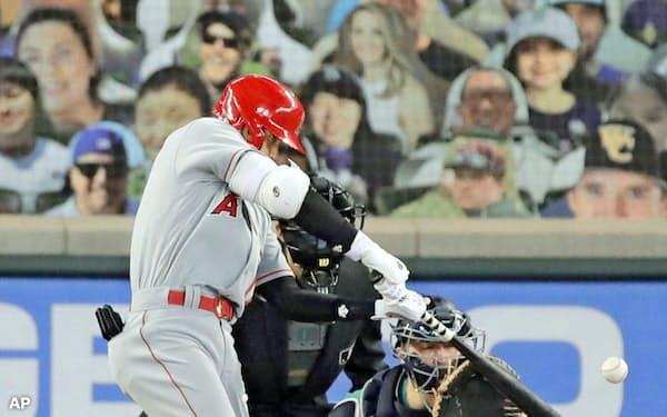 前腕負傷からの復帰戦で大谷は左翼越え本塁打を放った=AP