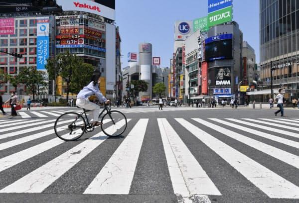 緊急事態宣言下で人通りがまばらな東京・渋谷(5月2日)
