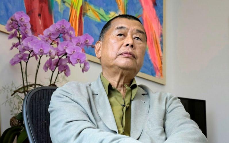 黎智英氏は中国当局から宿敵とみなされてきた(5月、取材を受ける同氏)=ロイター