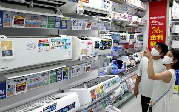 猛暑でエアコンの売り上げが伸びている(12日、東京都千代田区のビックカメラ有楽町店)