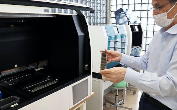PSS社の全自動PCR装置は12人分の検体を2時間で検査できる