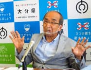 記者会見する広瀬勝貞知事(18日、大分県庁)