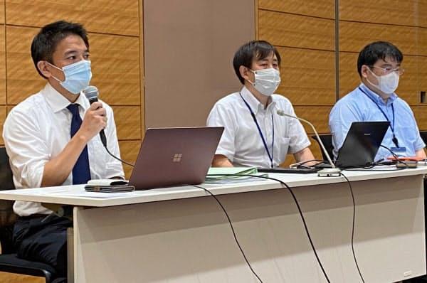 公正取引委員会に排除措置命令を求めた後に記者会見を開いた楽天ユニオンの幹部ら(18日)