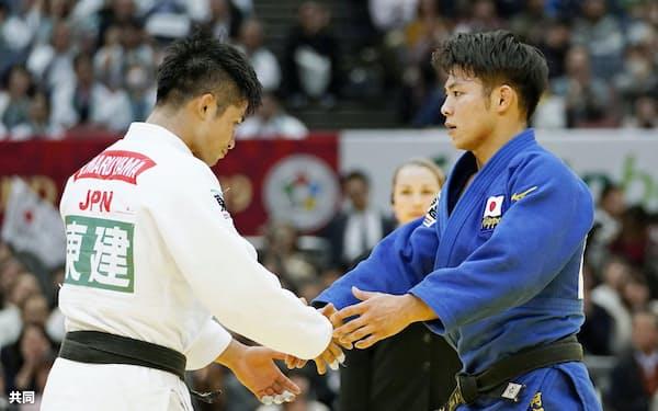 全柔連はGS東京大会の開催に向け具体的な準備に入る方針を確認した(2019年11月、柔道GS大阪大会の男子66キロ級決勝で握手を交わす丸山城志郎と阿部一二三)=共同