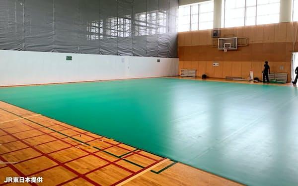 JR東日本が研修施設の体育館に作ったボッチャのコート=JR東日本提供