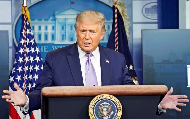 米ホワイトハウスで記者会見するトランプ大統領=ロイター