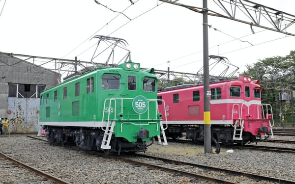 電気機関車5両と輸送用貨車を撮影できる
