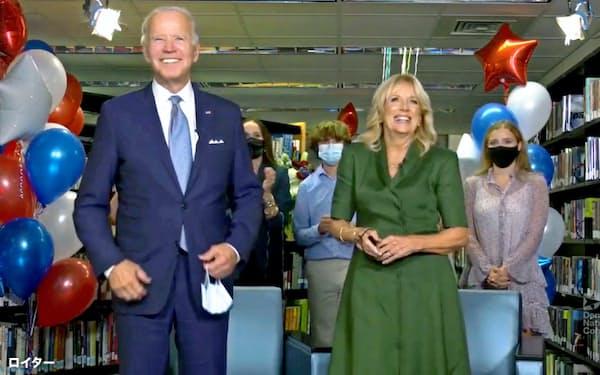 米大統領選で民主党候補の指名を受けてバイデン前副大統領とジル夫人は喜びをあらわにした=ロイター