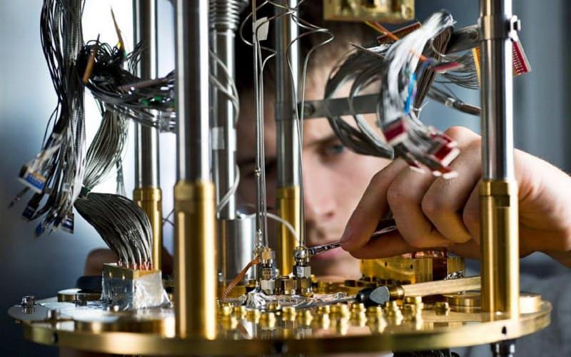 量子技術の応用に取り組むスタートアップが増えている(写真は量子コンピューターを開発するカナダのDウエーブ)