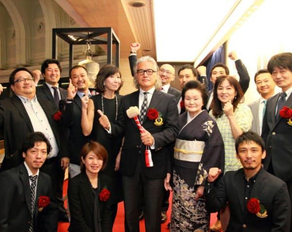 東京での基盤を築き、15年10月にはマザーズに上場した