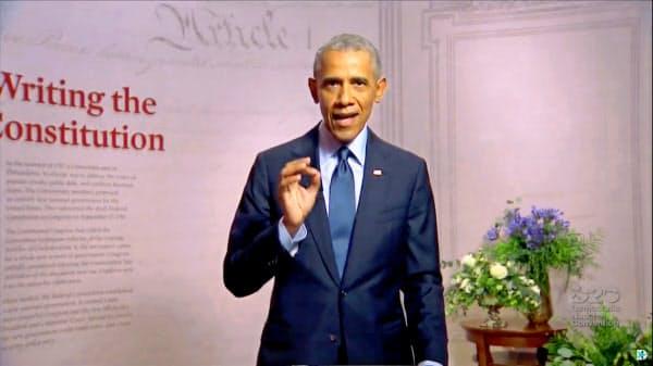 米民主党大会でビデオ演説するオバマ前大統領(19日)=ロイター