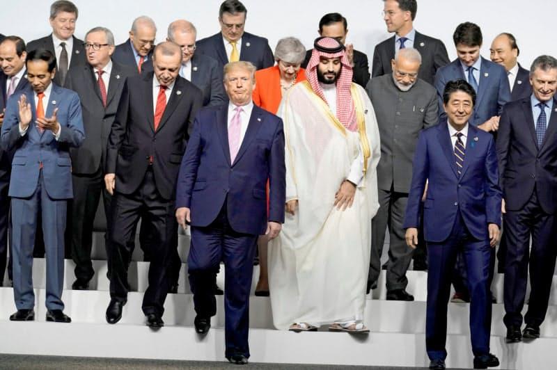 G20はトランプ大統領の「米国第一主義」を前に存在感が低下している。2019年6月の大阪会議で記念撮影を終えた各国首脳=ロイター