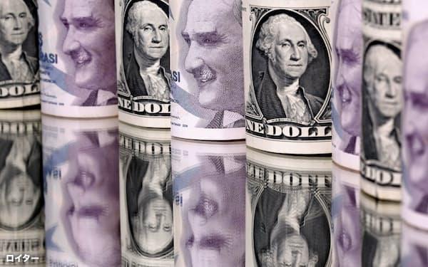 リラは昨年末から対ドルで2割近く下落した=ロイター