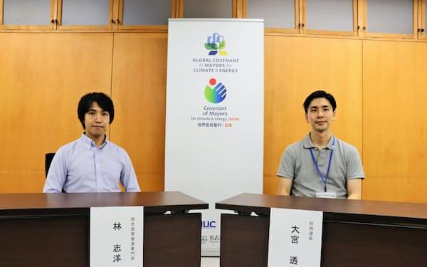 中心メンバーの総務課の大宮透課長(右)と林志洋総合政策推進専門官
