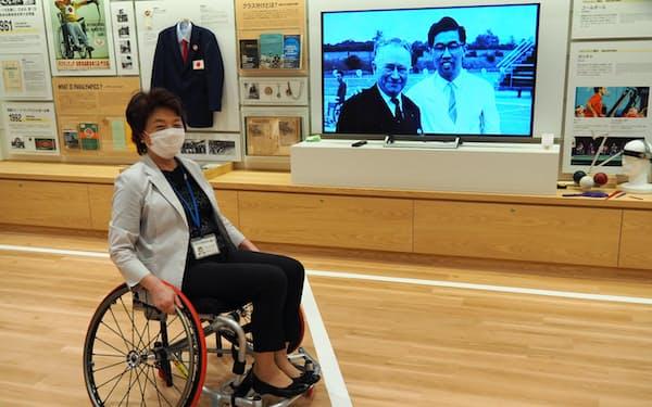 バスケットボール用車いすを試すこともできる(8月3日、大分県別府市)