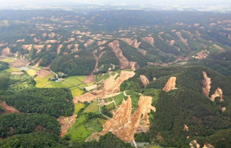 北海道胆振東部地震では大規模な土砂崩れが起きた(北海道厚真町)