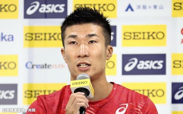 記者会見で意気込みを語る、男子短距離の桐生祥秀(22日、国立競技場)=日本陸連提供・共同