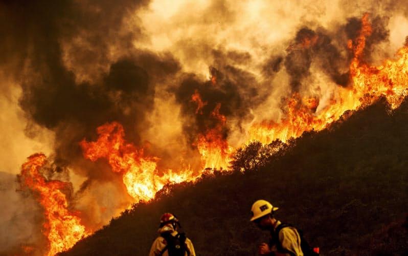 米カリフォルニア州の山火事の現場=AP
