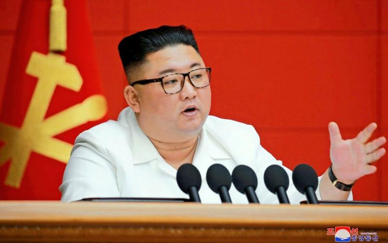 北朝鮮は来年1月の党大会開催を決めた。19日、平壌で開いた朝鮮労働党中央委員会総会に出席した金正恩委員長=朝鮮中央通信・ロイター