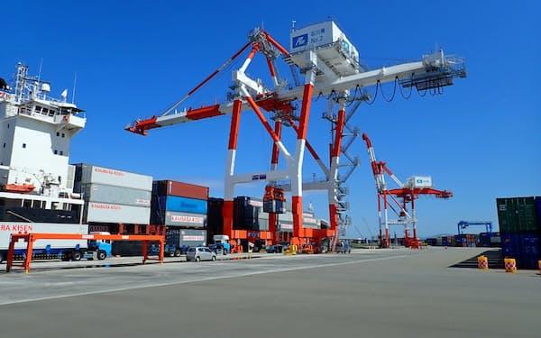 工作機械などの輸出が減っている(金沢港)