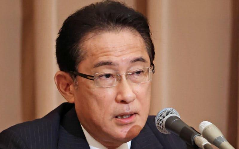 講演する自民党の岸田政調会長(25日、東京・千代田)