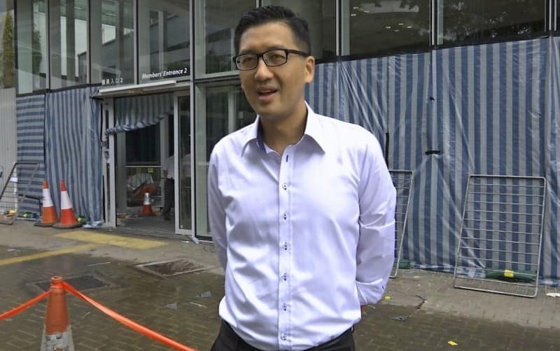 香港警察に逮捕された民主派議員の林卓廷氏=AP