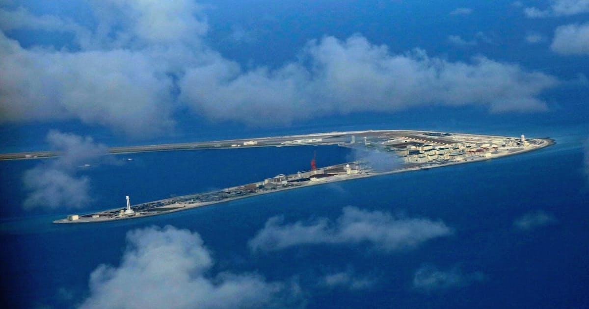 南シナ海に米偵察機 中国、対艦弾道弾を発射: 日本経済新聞