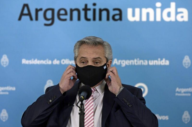 アルゼンチンのフェルナンデス大統領(12日、ブエノスアイレス)=ロイター