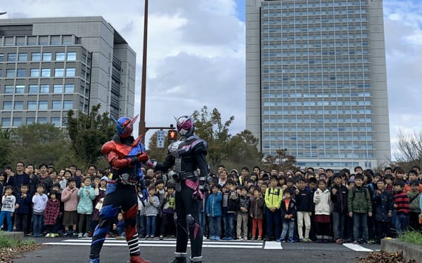 茨城県庁は「仮面ライダー」の映画・ドラマの撮影に多用される=茨城県提供