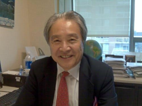 ニューヨーク市立大名誉教授の霍見氏