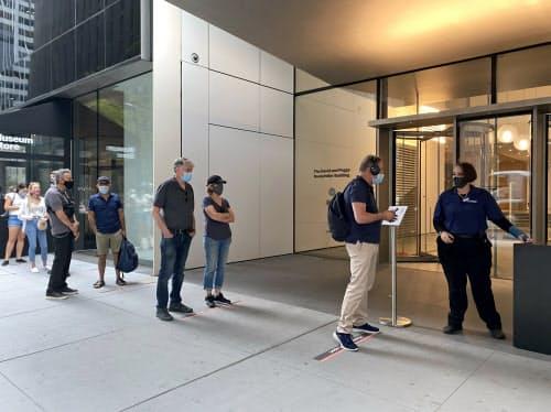 ニューヨーク近代美術館(MoMA)は27日、ほぼ半年ぶりに再開した
