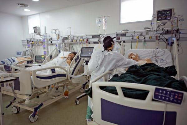 アルゼンチンは26日の新規感染者が1万人を超えた(19日、ブエノスアイレスの病院)=AP