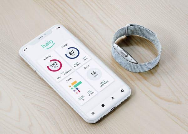 米アマゾン・ドット・コムが米国で販売する「アマゾン・ヘイロー・バンド」とスマートフォンのアプリ
