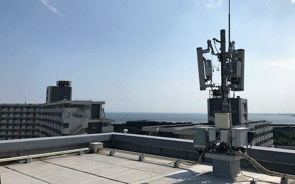 マンション屋上に設置された携帯基地局アンテナ(東京都江戸川区)