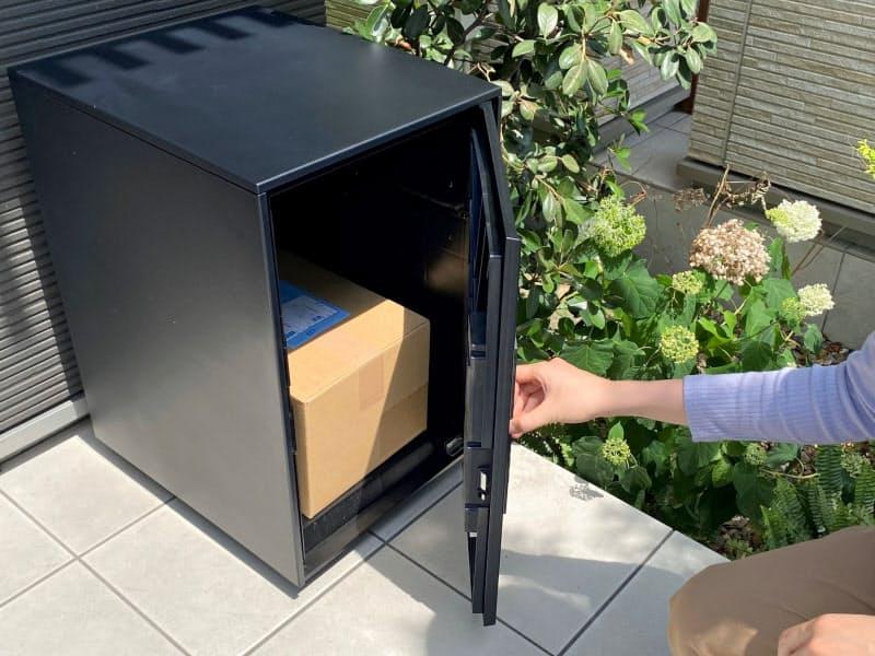 ソフトバンクが実証実験する宅配ボックス利用のイメージ。スマホから専用のアプリで解錠できる