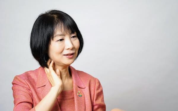 藤沢久美(ふじさわ・くみ)氏 1967年、大阪府生まれ。96年に日本初の投資信託評価会社を起業。2000年にシンクタンク・ソフィアバンクの設立に参画し、13年に代表就任