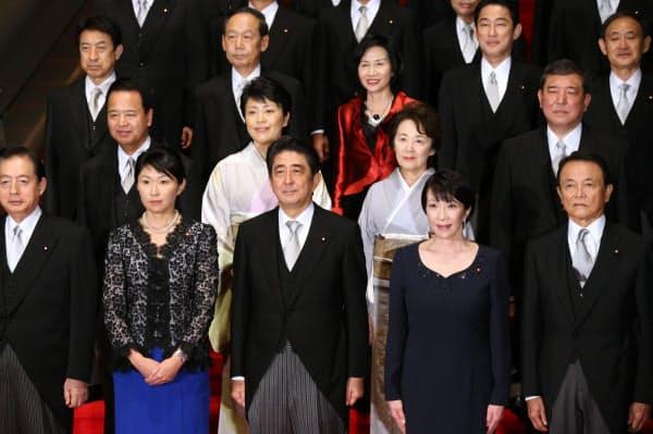 第2次安倍改造内閣が発足。女性閣僚を5人起用した(2014年9月3日、首相官邸)
