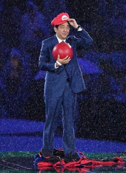 マリオにふんしてリオデジャネイロ五輪の閉会式に登場した安倍首相(2016年8月21日)
