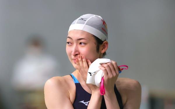 レース後、感極まる池江璃花子選手(29日、東京都江東区の東京辰巳国際水泳場)=代表撮影