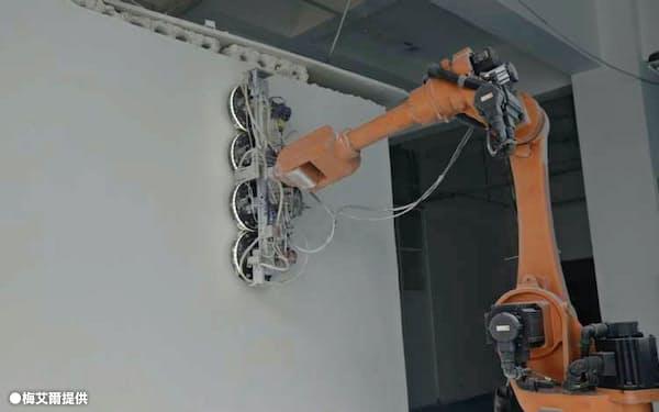 自動的に室内を測量し壁の工事などを行う(●梅艾爾提供)